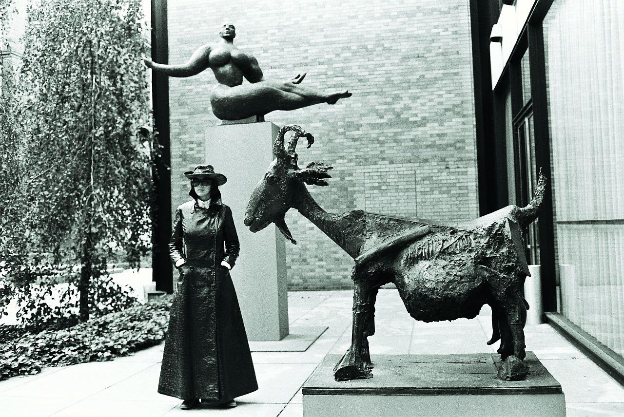 Michael Horowitz, Kiki Kogelnik, mit Ziege, 1969 NY, Pigmentdruck auf Hahnemühle FINEART, 30x40cm